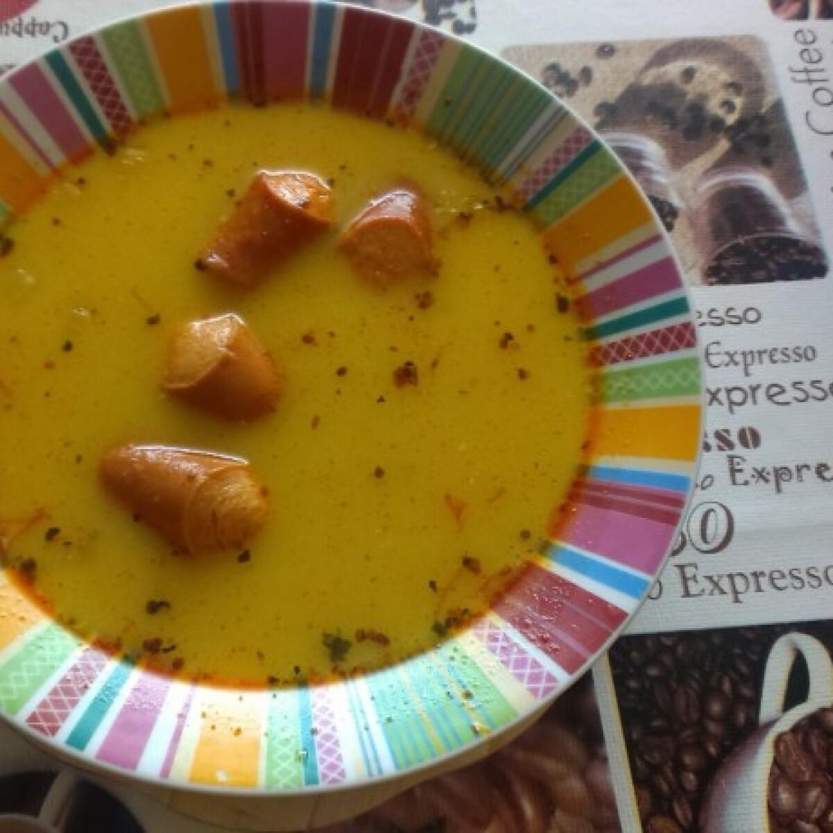 Ezen a képen: Fehérbabos-virslis leves