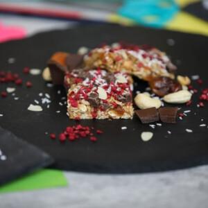 Sütés nélküli datolyás-kesudiós granola bar