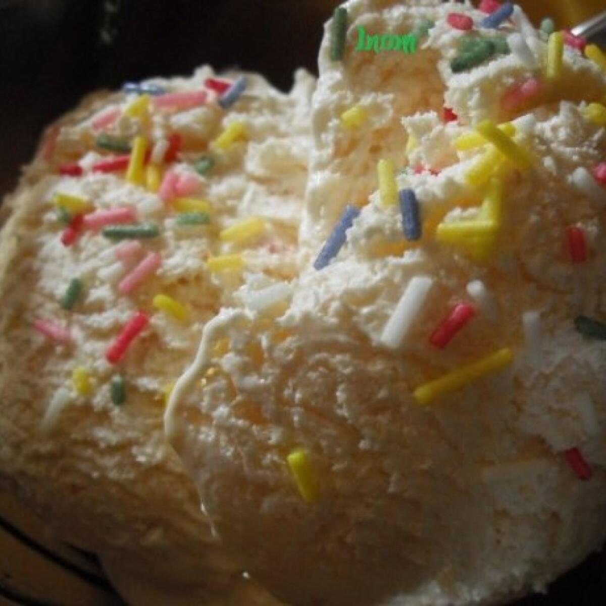 Ezen a képen: Házi őszibarackfagylalt