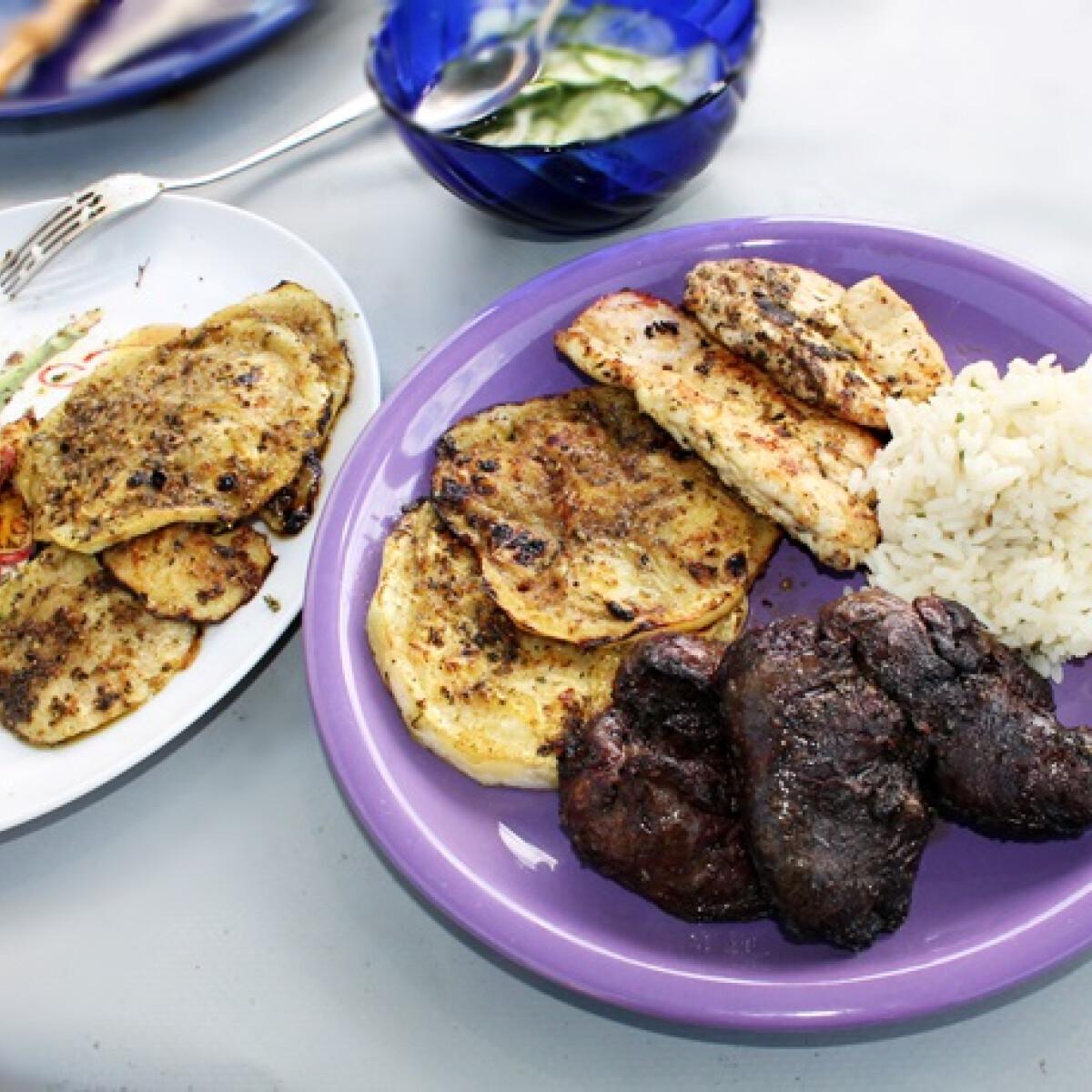 Grillezett csirkemell és -máj