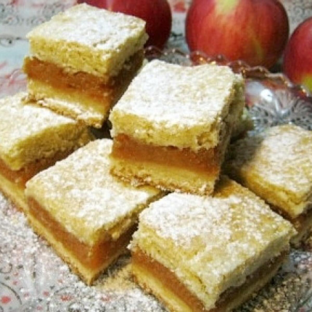 Ezen a képen: Almás pite ahogy Iluska süti