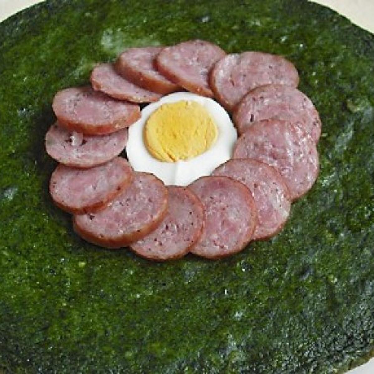 Ezen a képen: Sült spenót tojással vagy kolbásszal