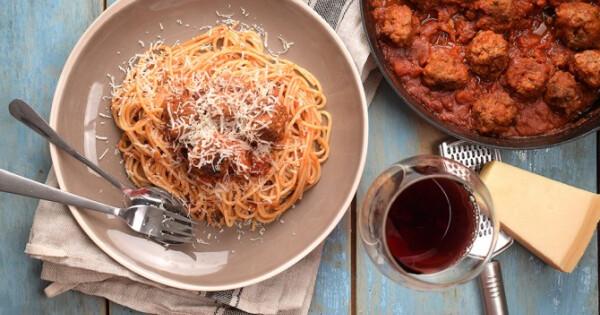 Paradicsomos spagetti húsgombóccal - Nosalty