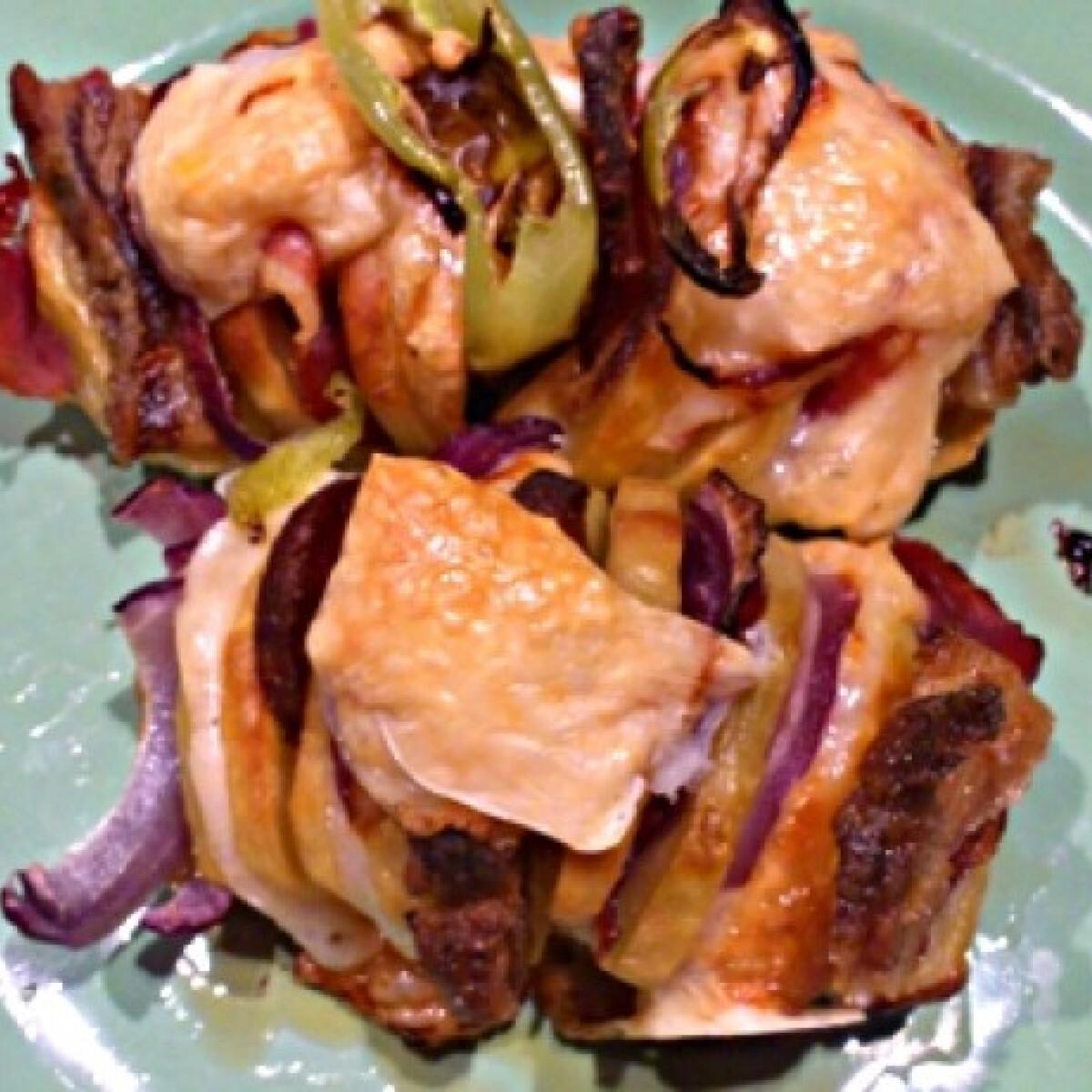 Ezen a képen: Hagymás-szalonnás-sajtos töltött krumpli