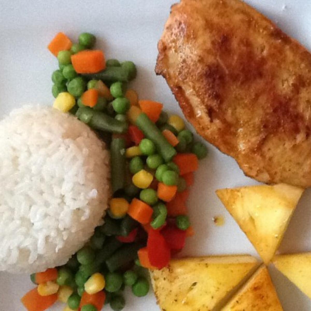 Ezen a képen: Sült csirkemell zöldségekkel és ananásszal
