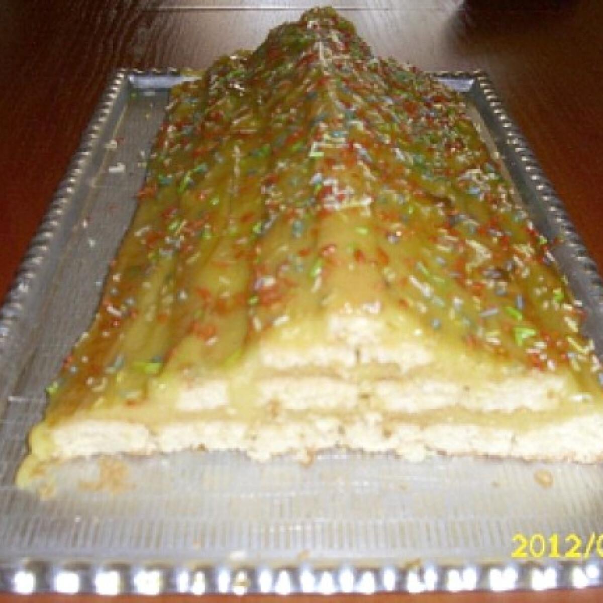 Ezen a képen: Piramis süti gyümölcsösen