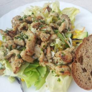 Vegyes saláta pulykamell csíkokkal