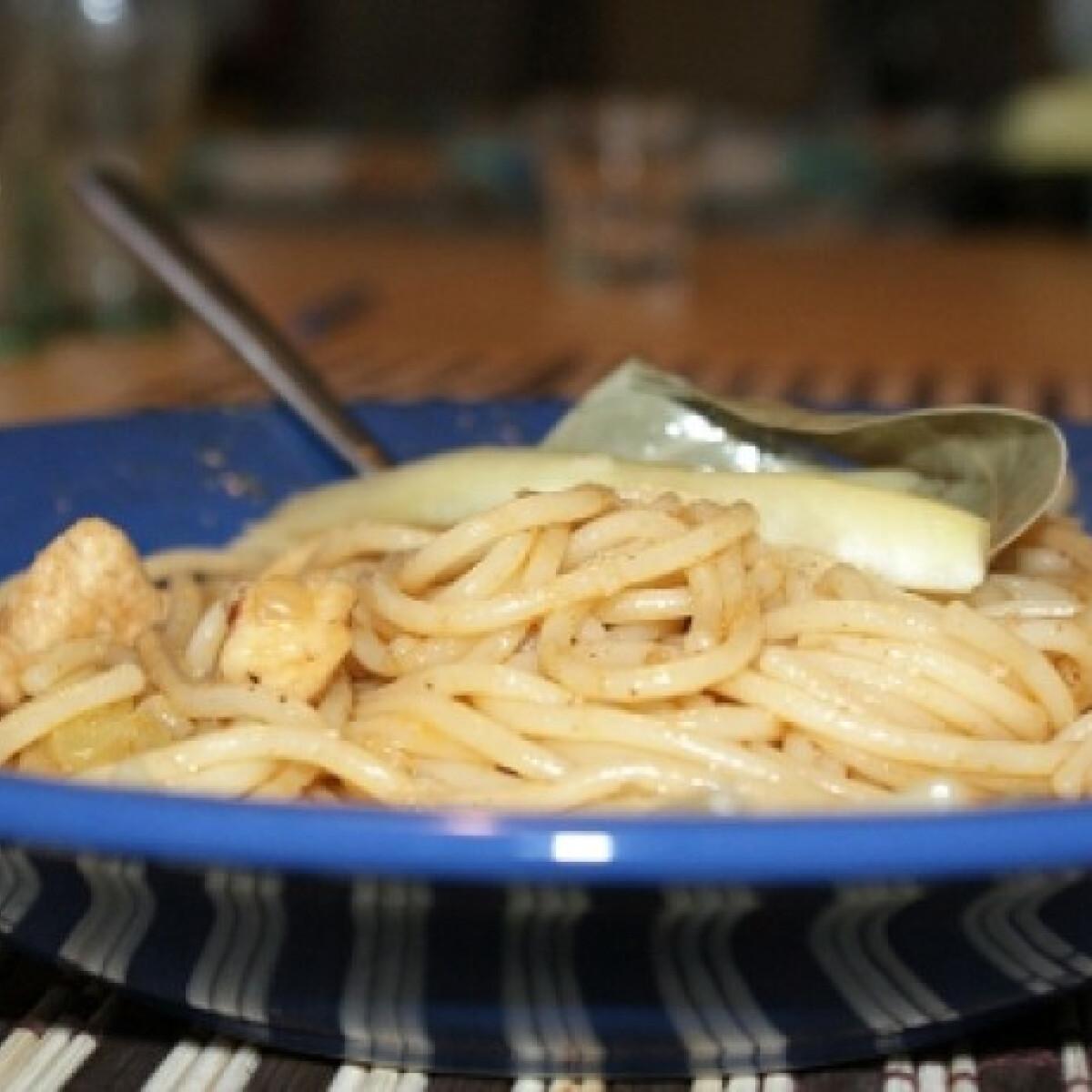 Ezen a képen: Ízletes husis tészta