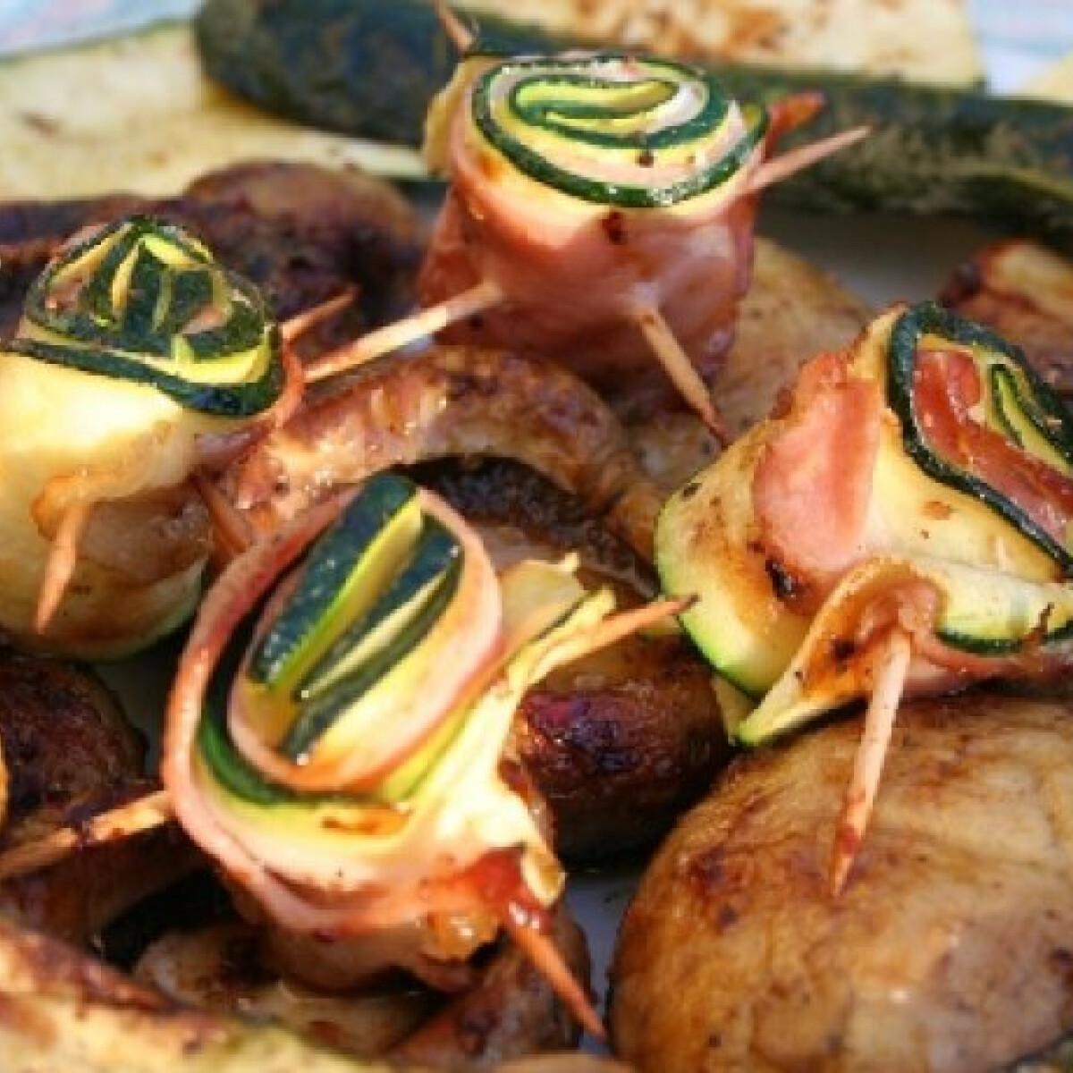 Ezen a képen: Grillezett cukkinirózsák