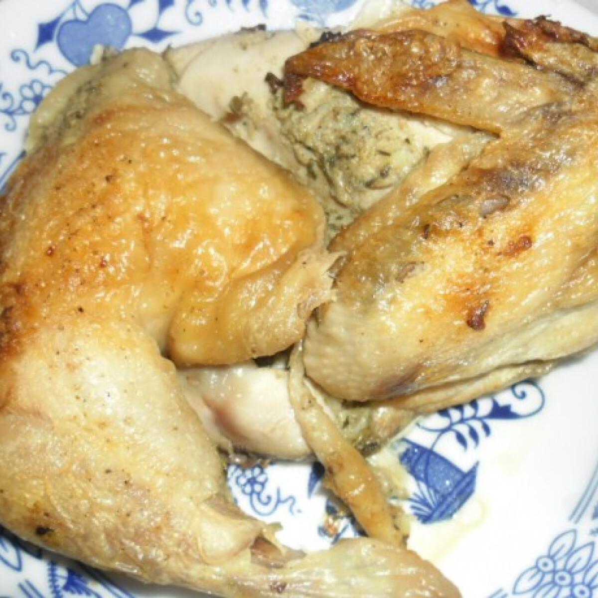 Ezen a képen: Fűszeres vajjal sült csirke