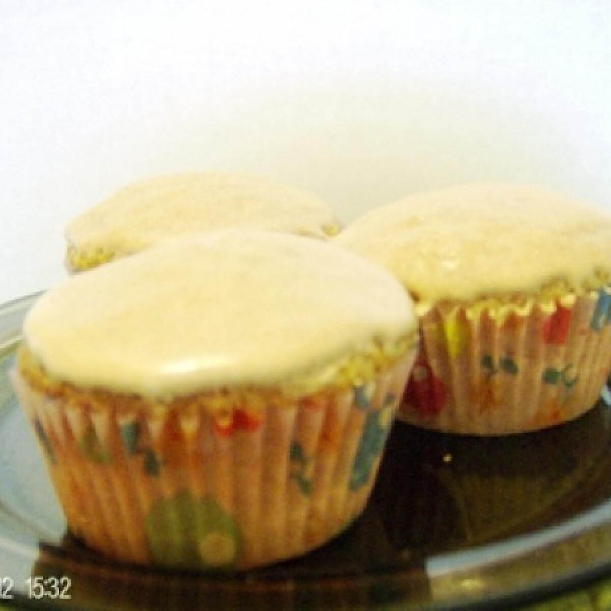 Ezen a képen: Diós-fahéjas muffin