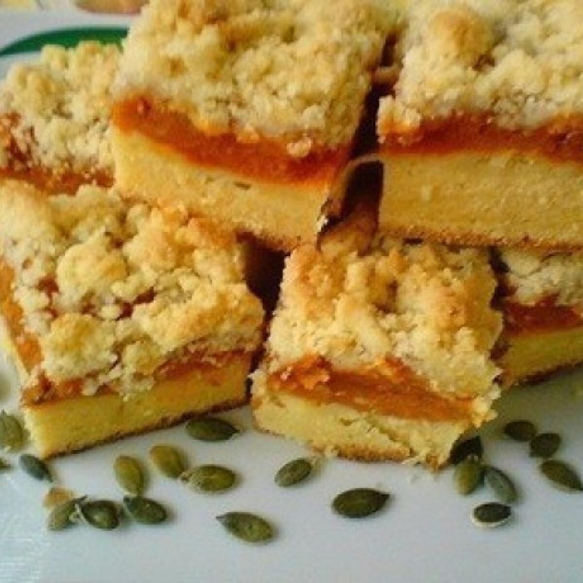 Ezen a képen: Sütőtökös morzsás pite