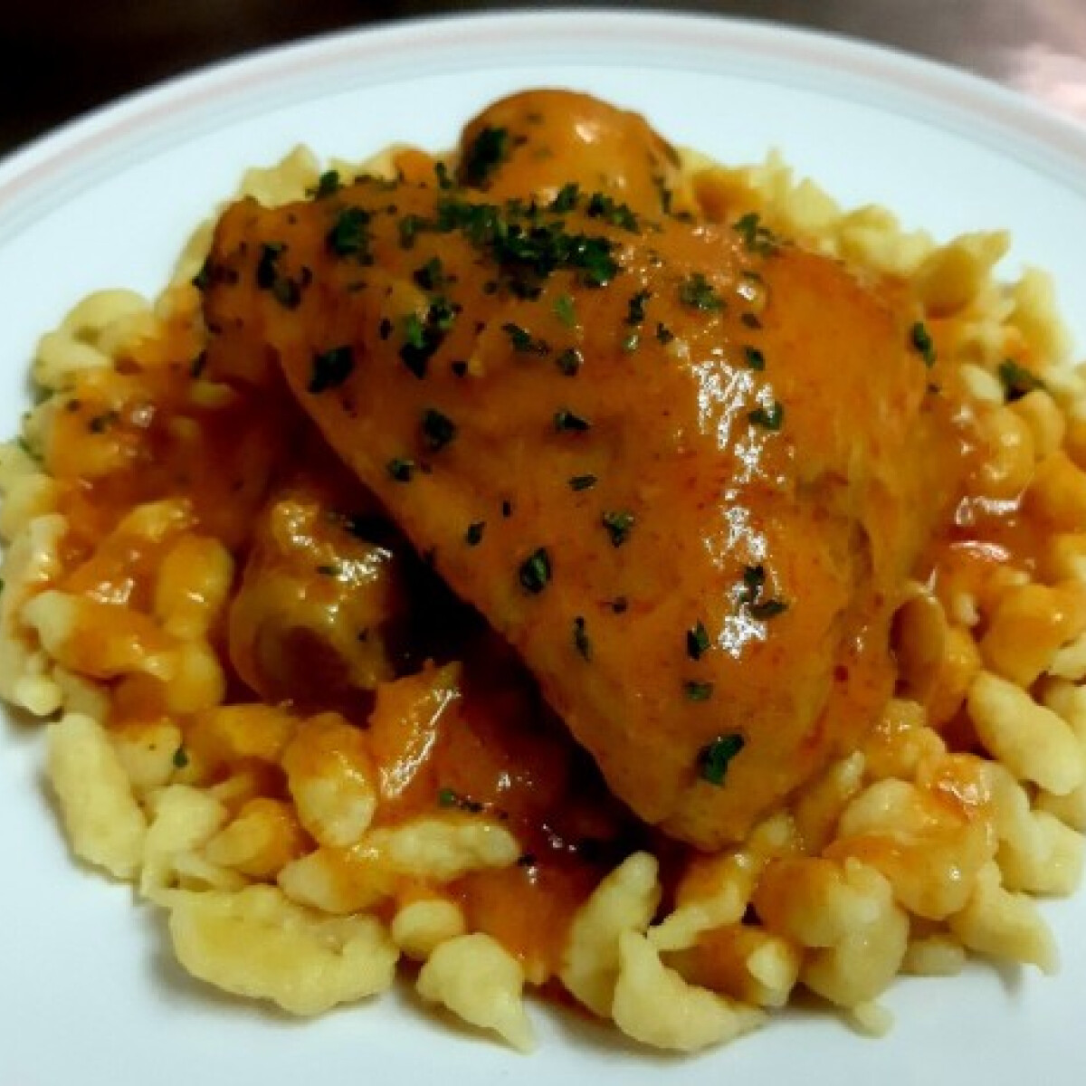 Ezen a képen: Paprikás csirke Vivkó konyhájából
