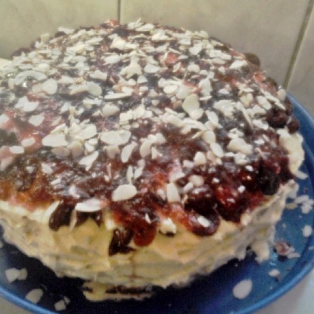 Ezen a képen: Meggyes-mandulás madártej torta