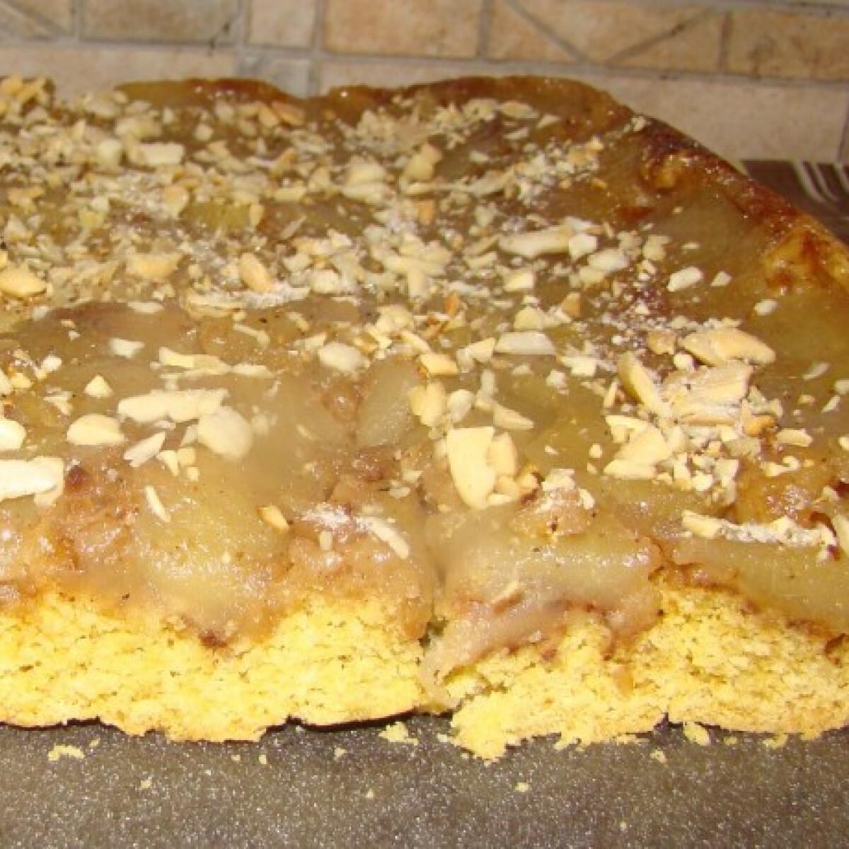Ezen a képen: Fordított diós-mandulás almás süti