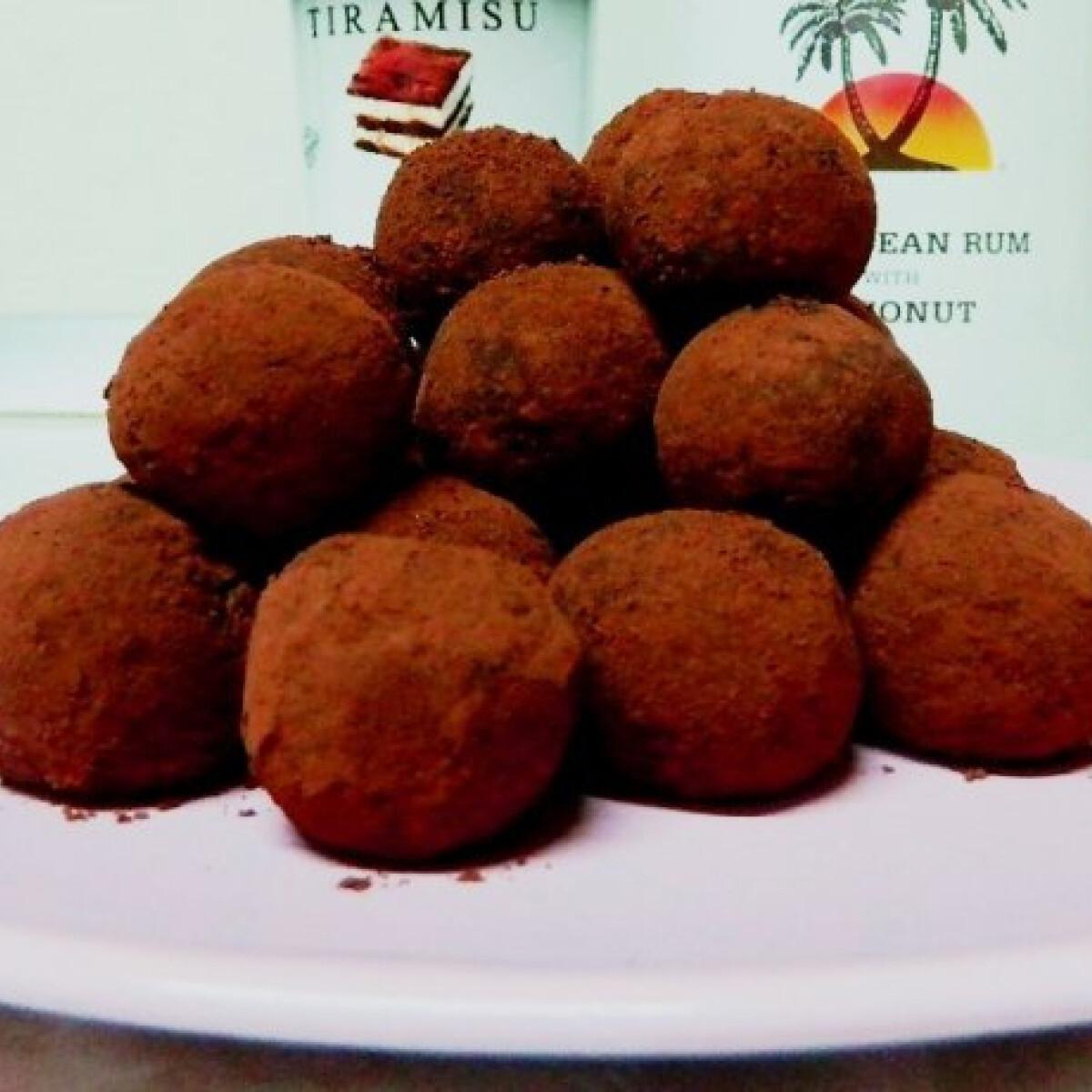 Ezen a képen: Rumos-kávés kekszgolyó