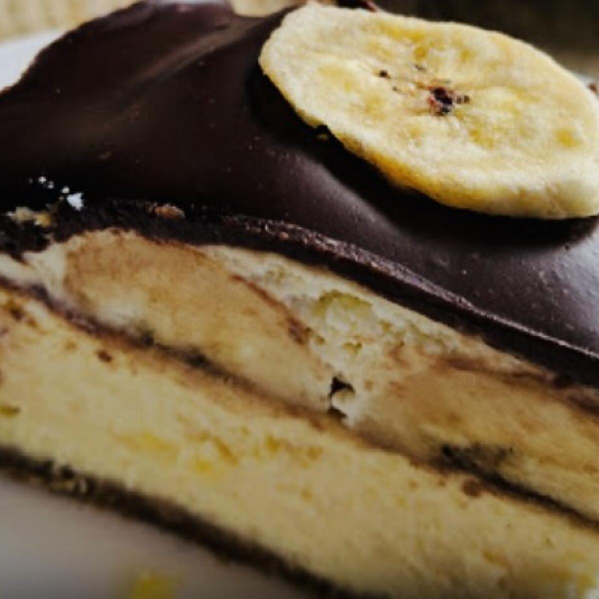 Ezen a képen: Banános-vaníliás csokitorta