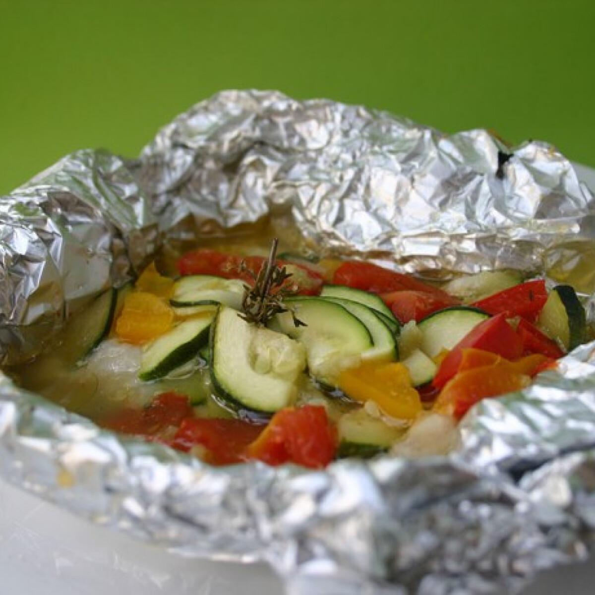 Zöldségekkel sült pangasius