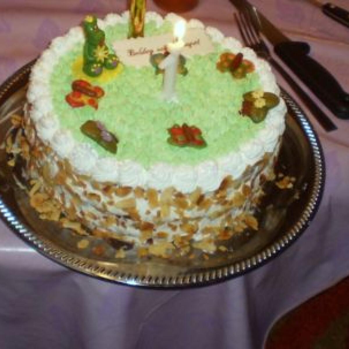 Ezen a képen: Meggyes-banános torta