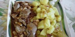 Csirkemáj-pörkölt pirított burgonyával