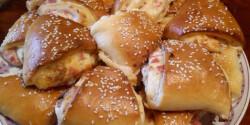 Sonkás-baconös töltött tészta