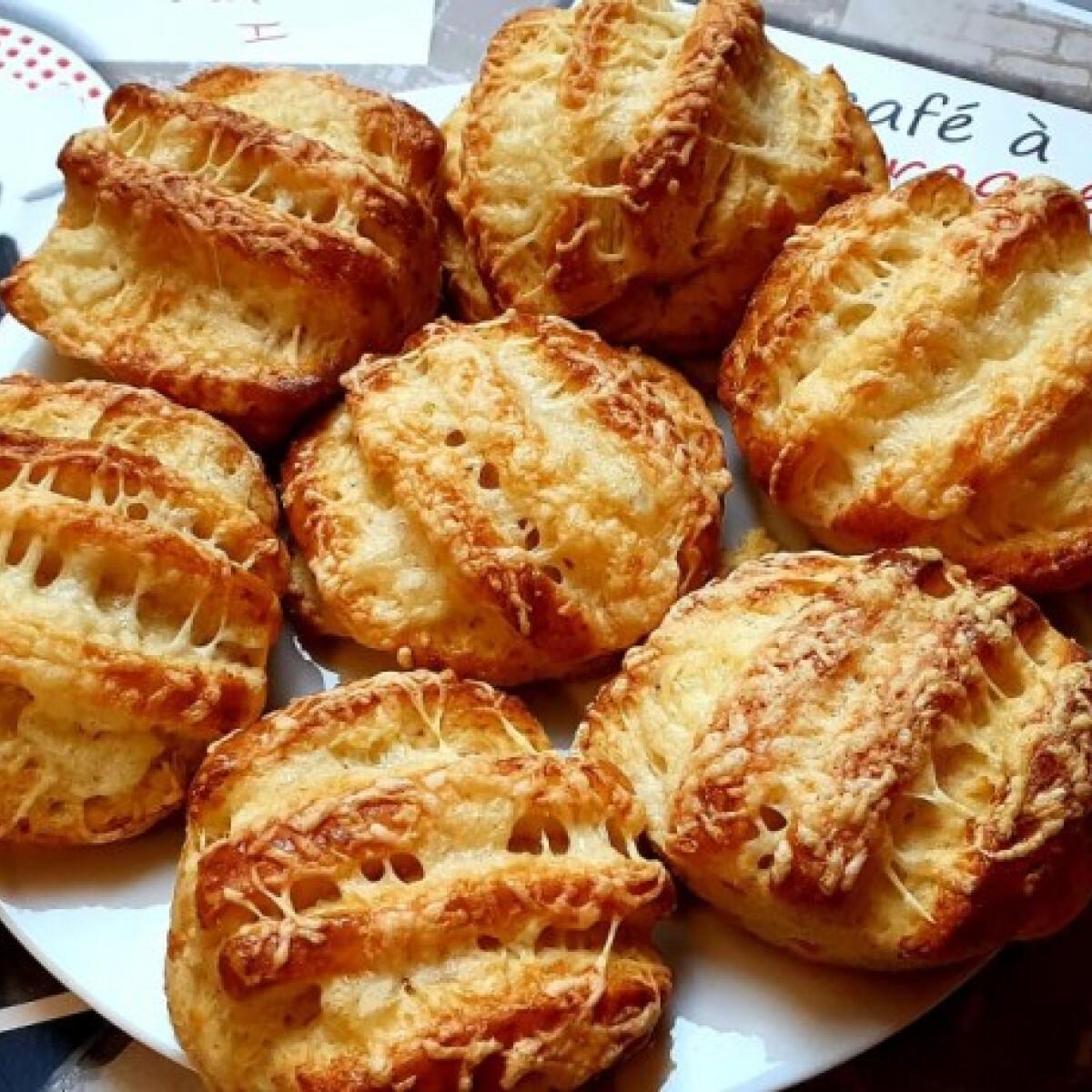 Ezen a képen: Isteni finom, omlós, sajtos pogácsa
