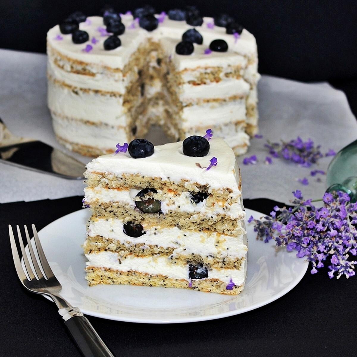 Ezen a képen: Áfonyás torta levendulás vaníliakrémmel