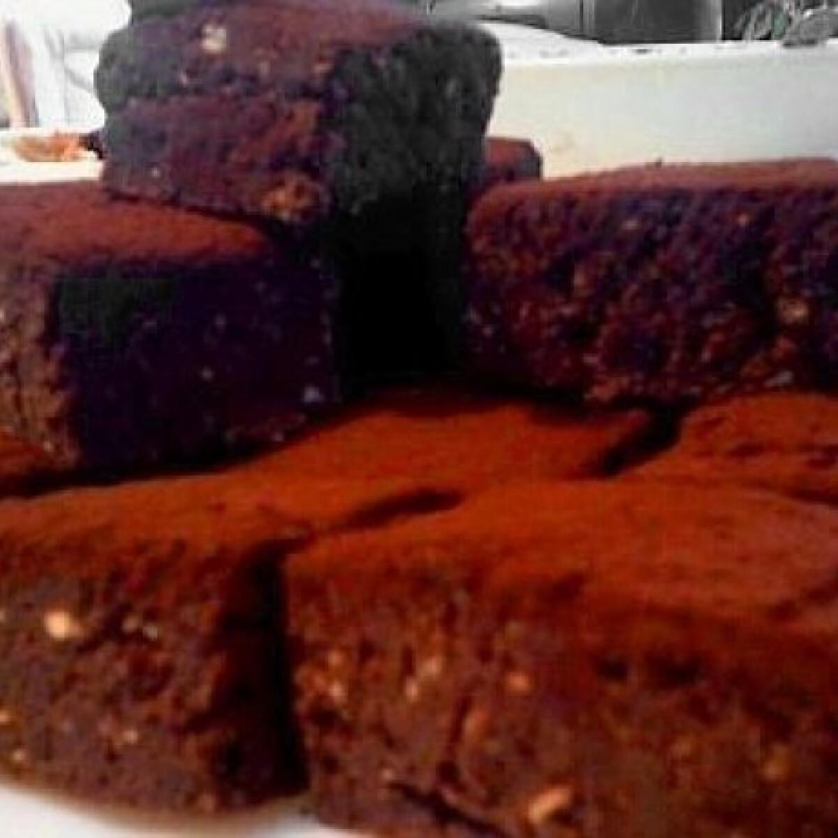 Ezen a képen: Marcipános-kakaós kekszsüti