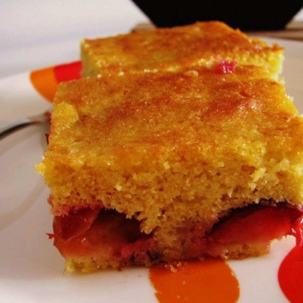 Gluténmentes szilvás sütemény kukoricaliszttel és citrommal