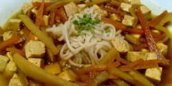 Thai curry-s zöldségleves tofuval