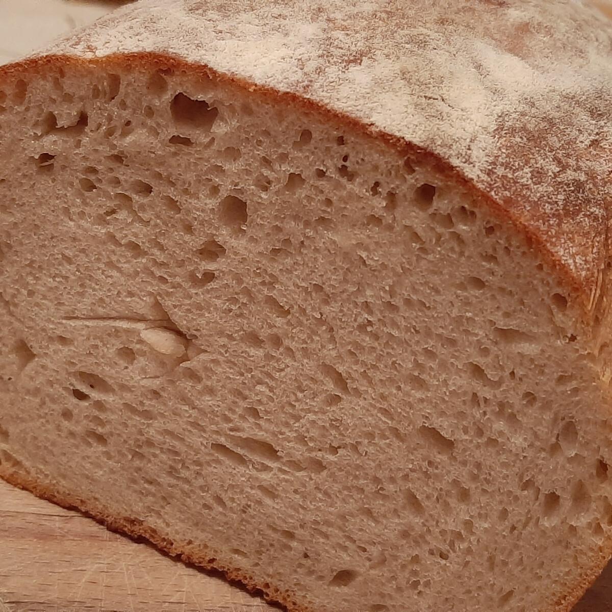 Ezen a képen: Kovászos házi kenyér