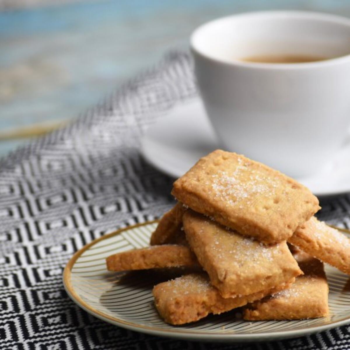 Ezen a képen: Vajas teasütemény mandulával