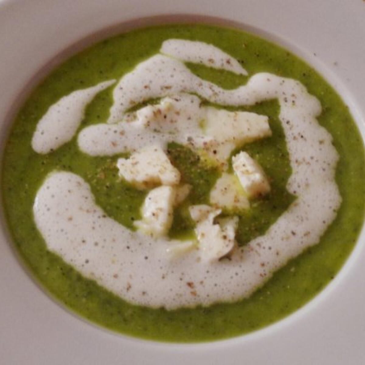 Ezen a képen: Gorgonzolás cukkinikrémleves
