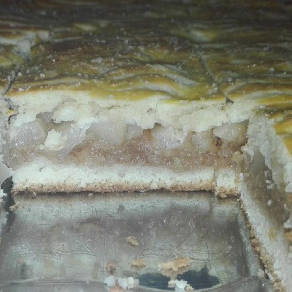Ezen a képen: Omlós körtés-almás pite