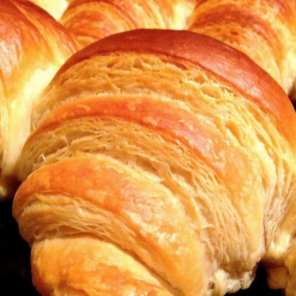 Ezen a képen: Croissant Kornél konyhájából