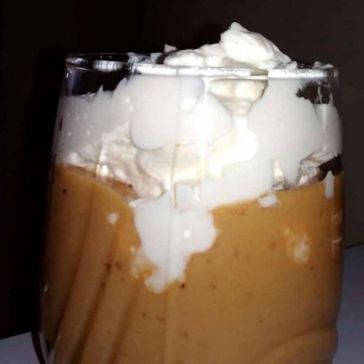 Ezen a képen: Kávés-banános pohárkrém