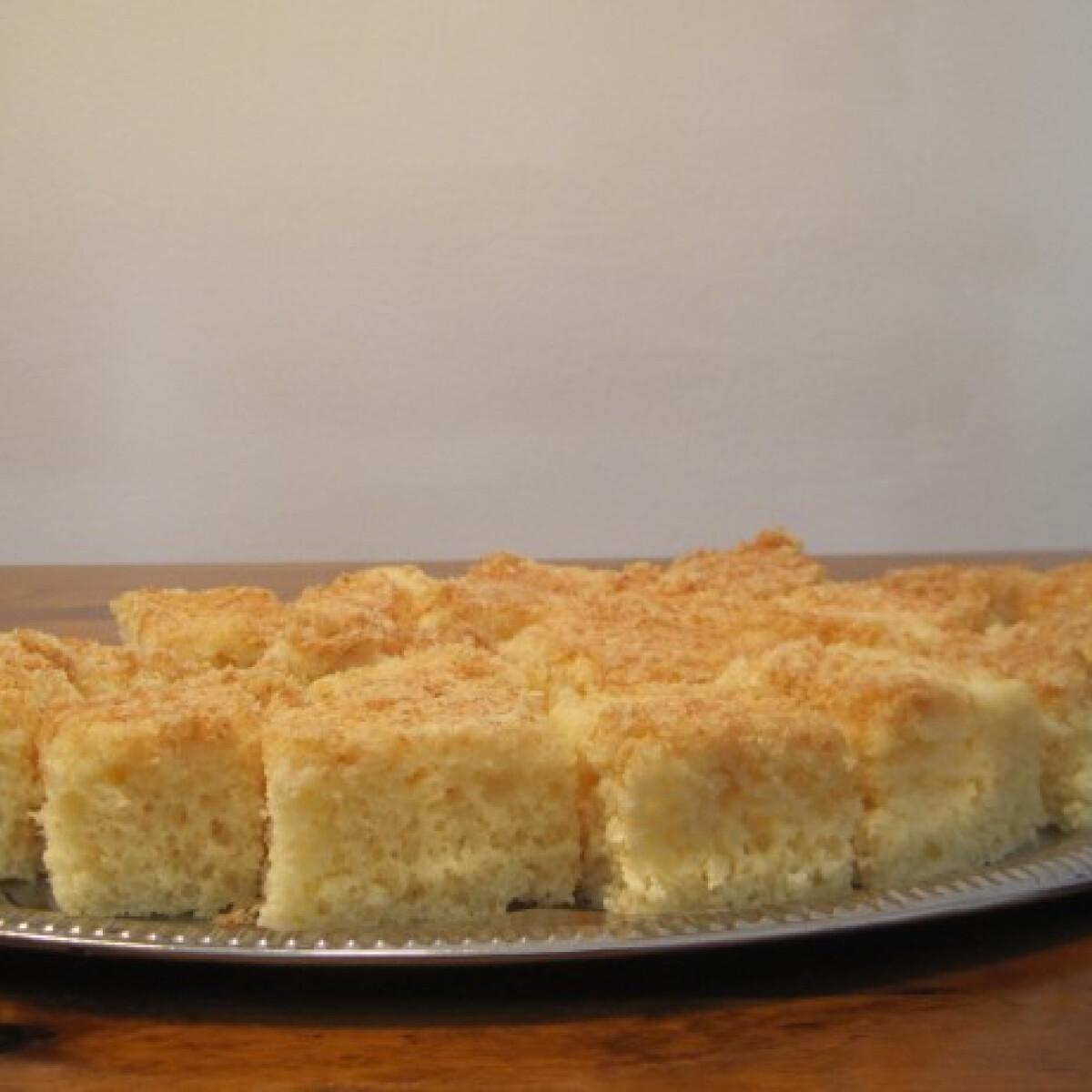 Kókusz ízű aludttejes sütemény