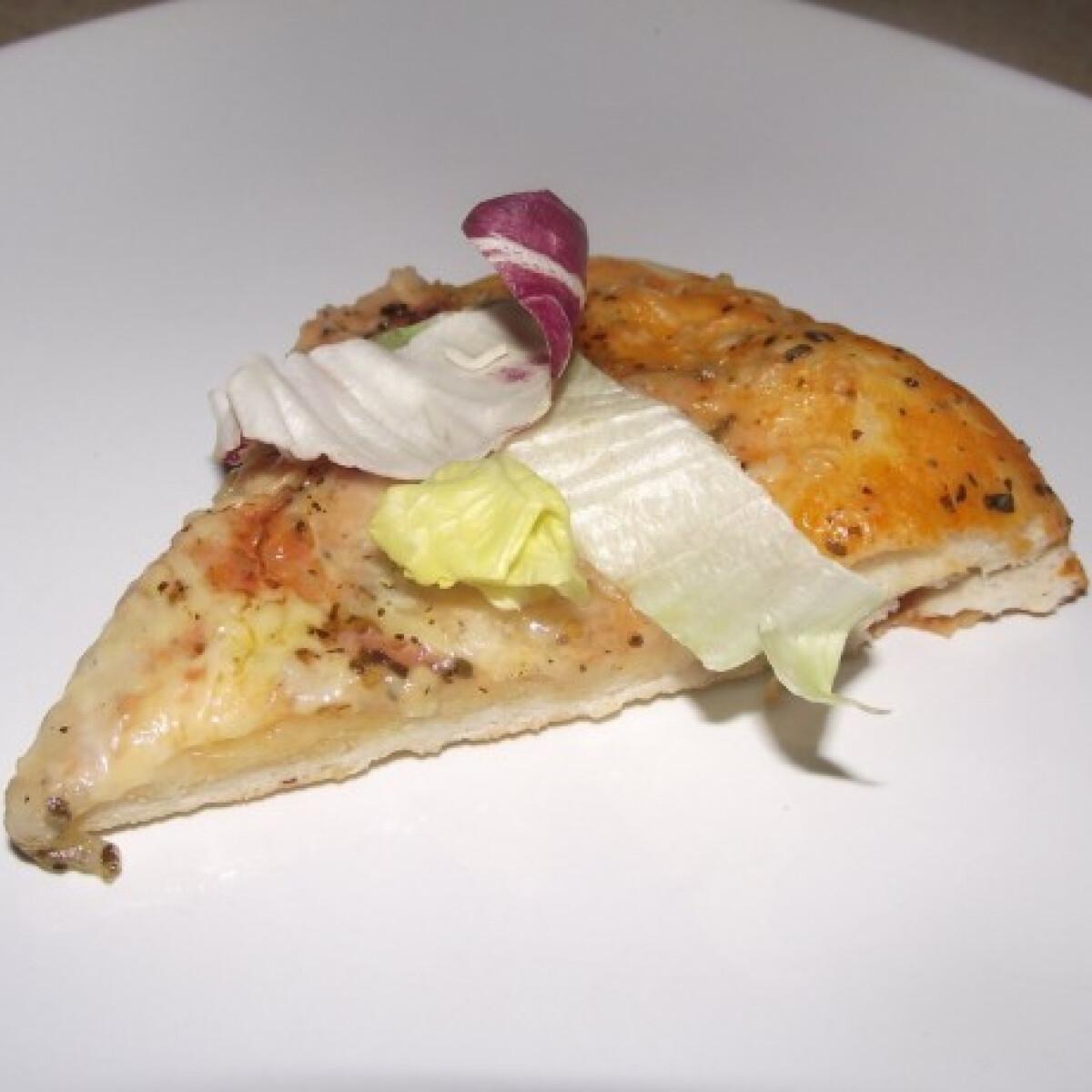 Ezen a képen: Eredeti olasz margherita pizza