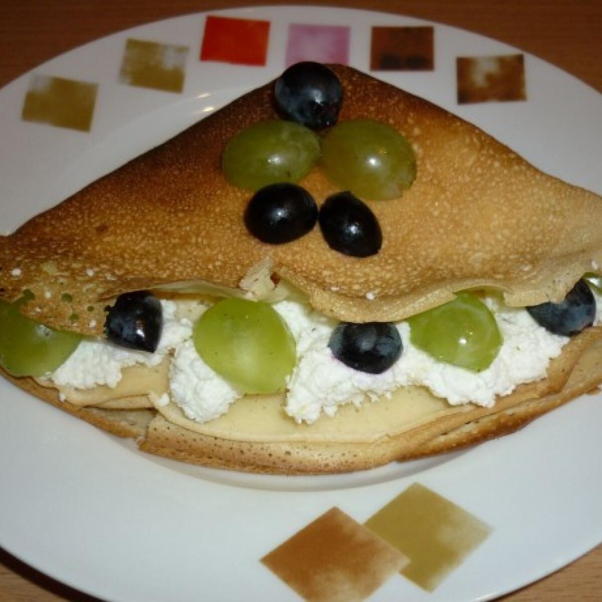 Ezen a képen: Túrós-szőlős palacsinta