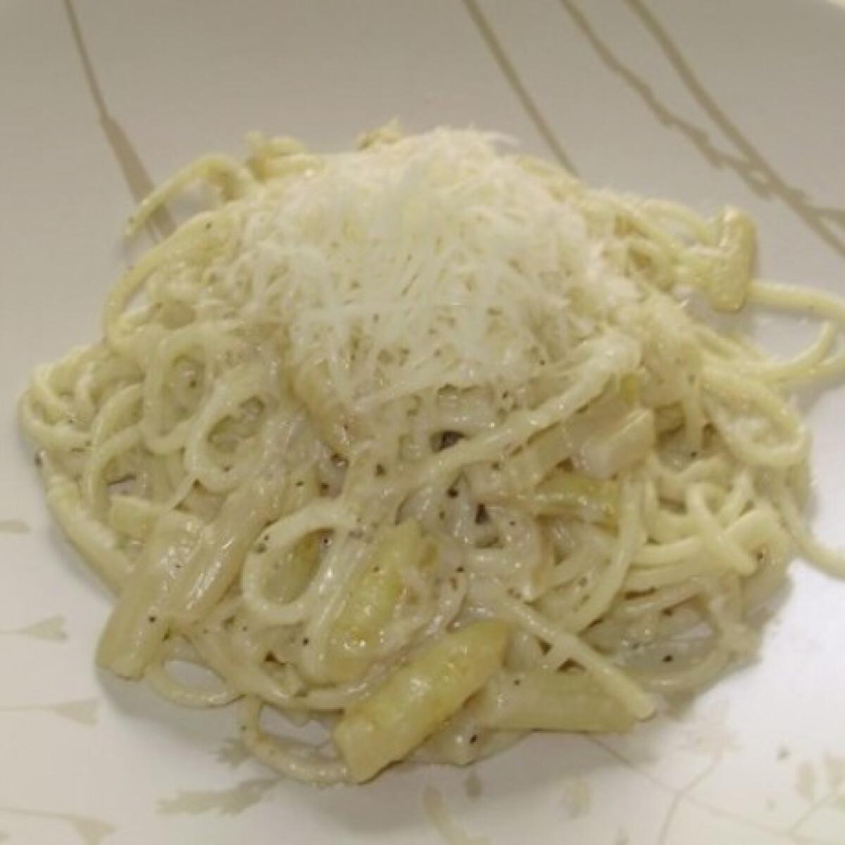 Ezen a képen: Fehérspárgás spagetti Verától