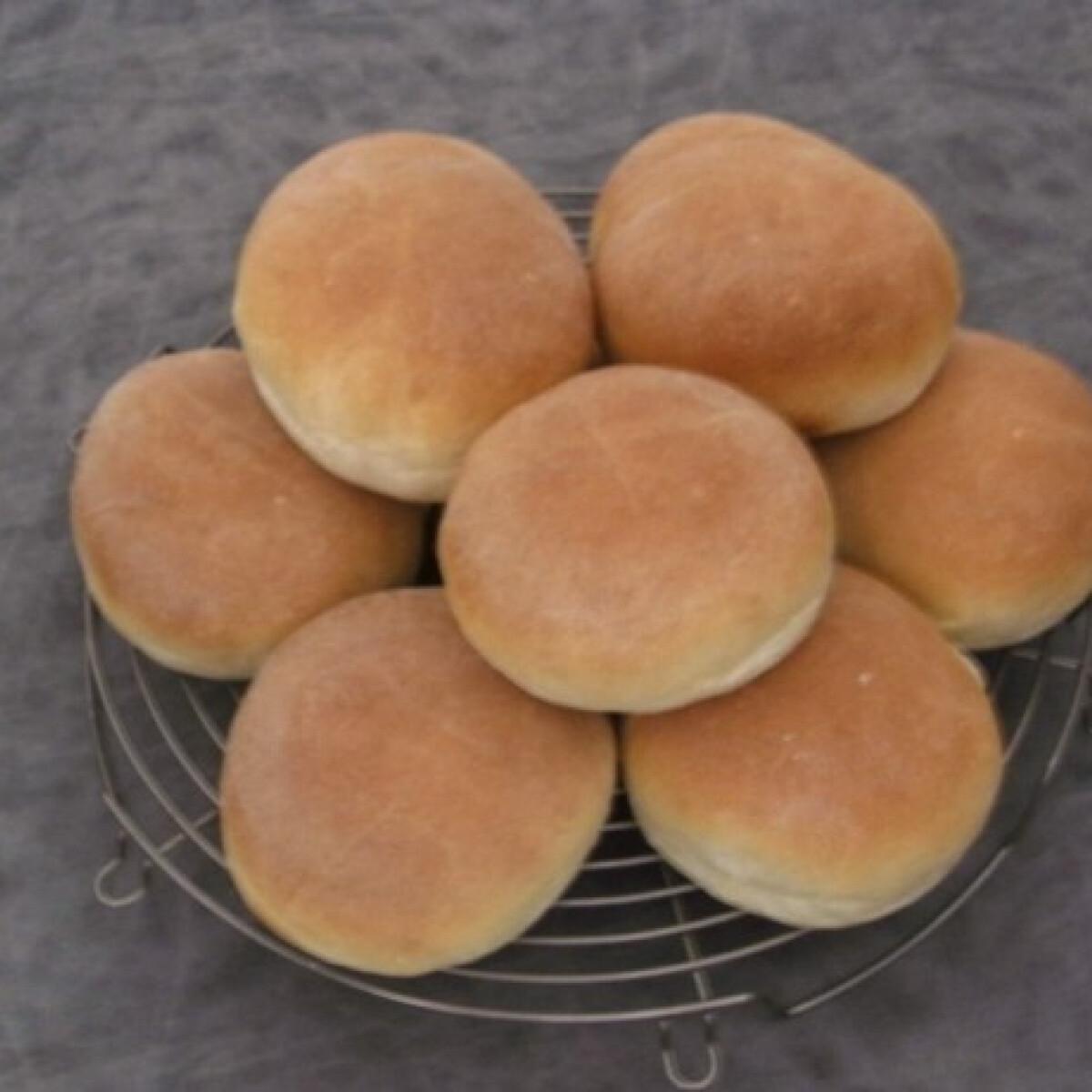 Ezen a képen: Hamburger zsemle Citrom konyhájából