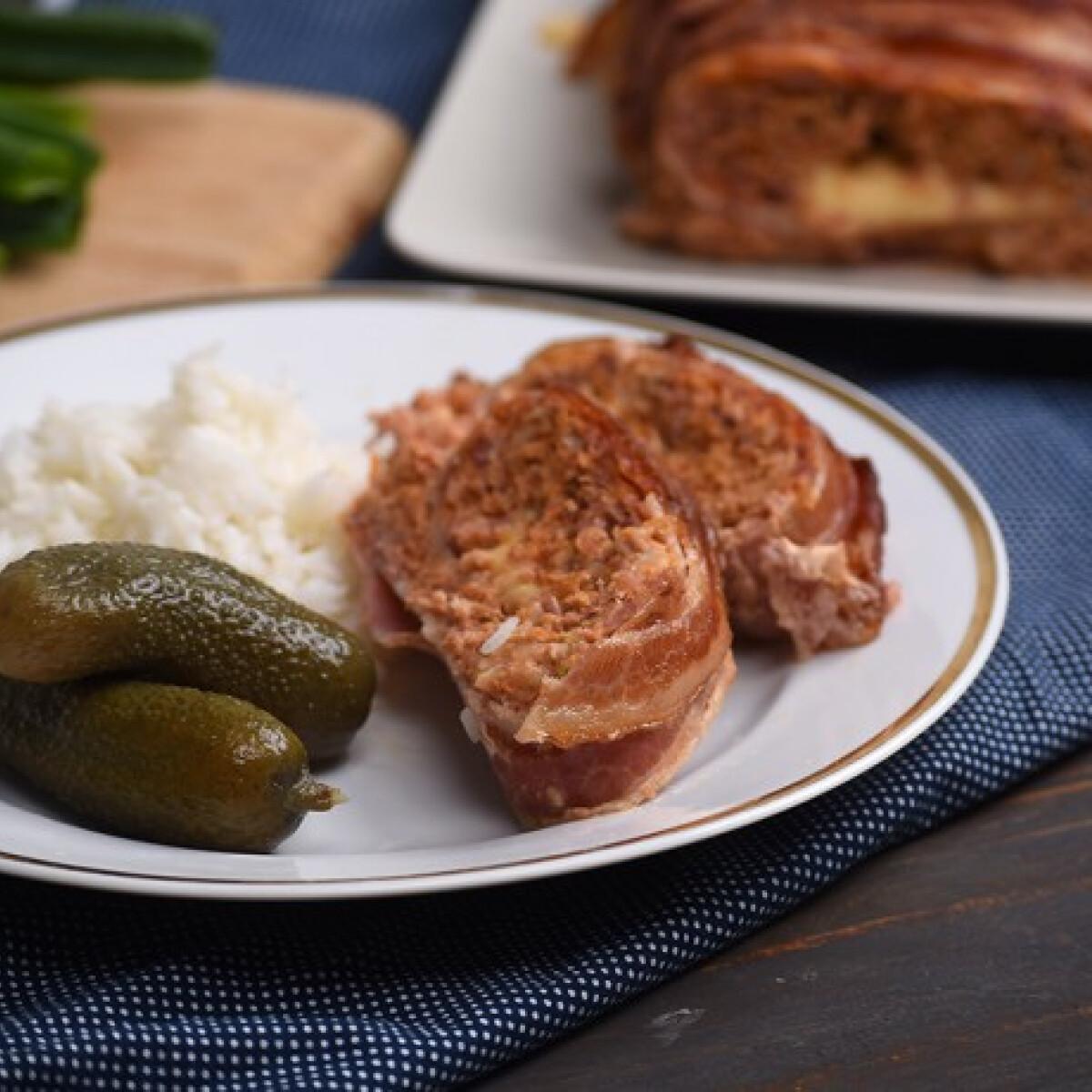 Ezen a képen: Sajttal töltött baconös fasírt