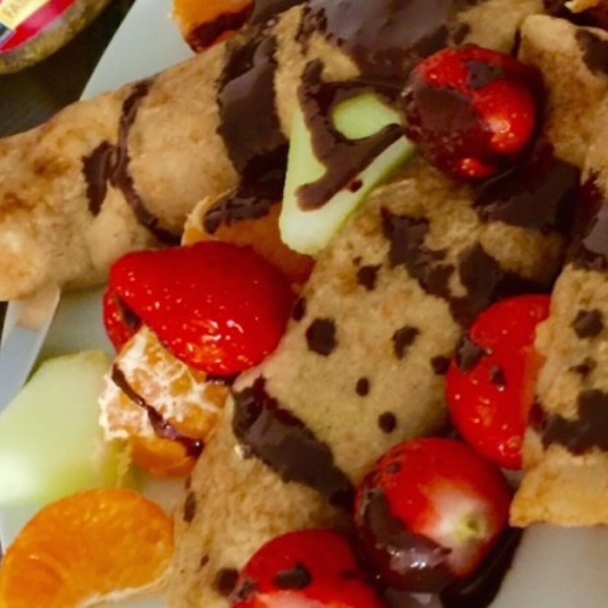 Ezen a képen: Gluténmentes kókuszos palacsinta csokiöntettel