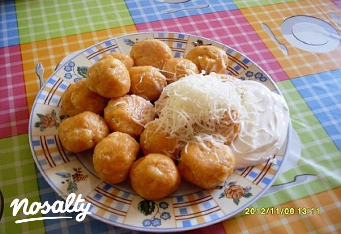 Ezen a képen: Krumplis tészta gombóc