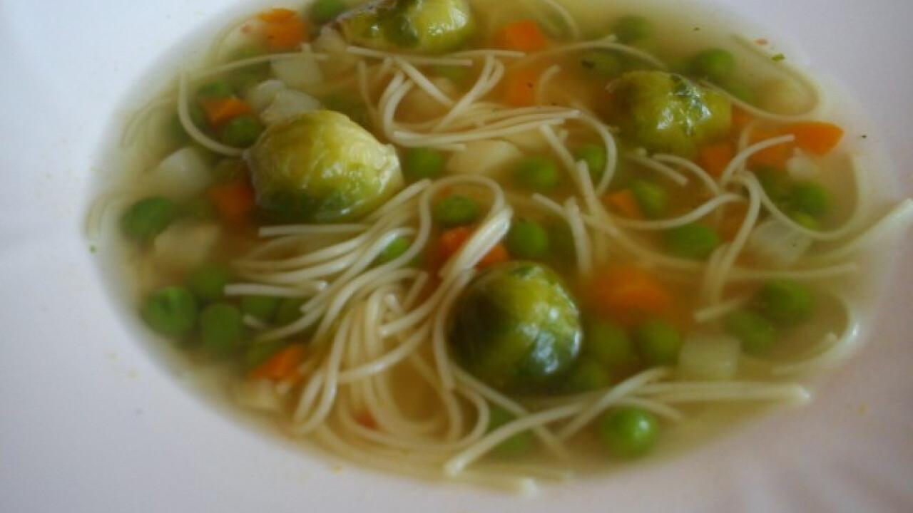 Kelbimbós zöldségleves tésztával