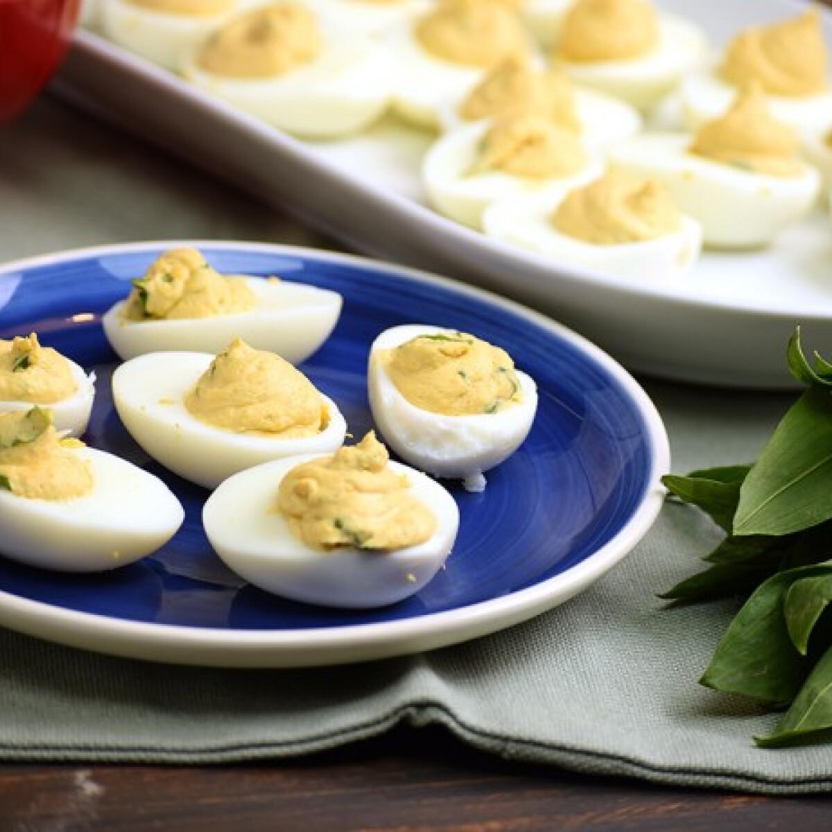 Ezen a képen: Medvehagymával töltött tojás