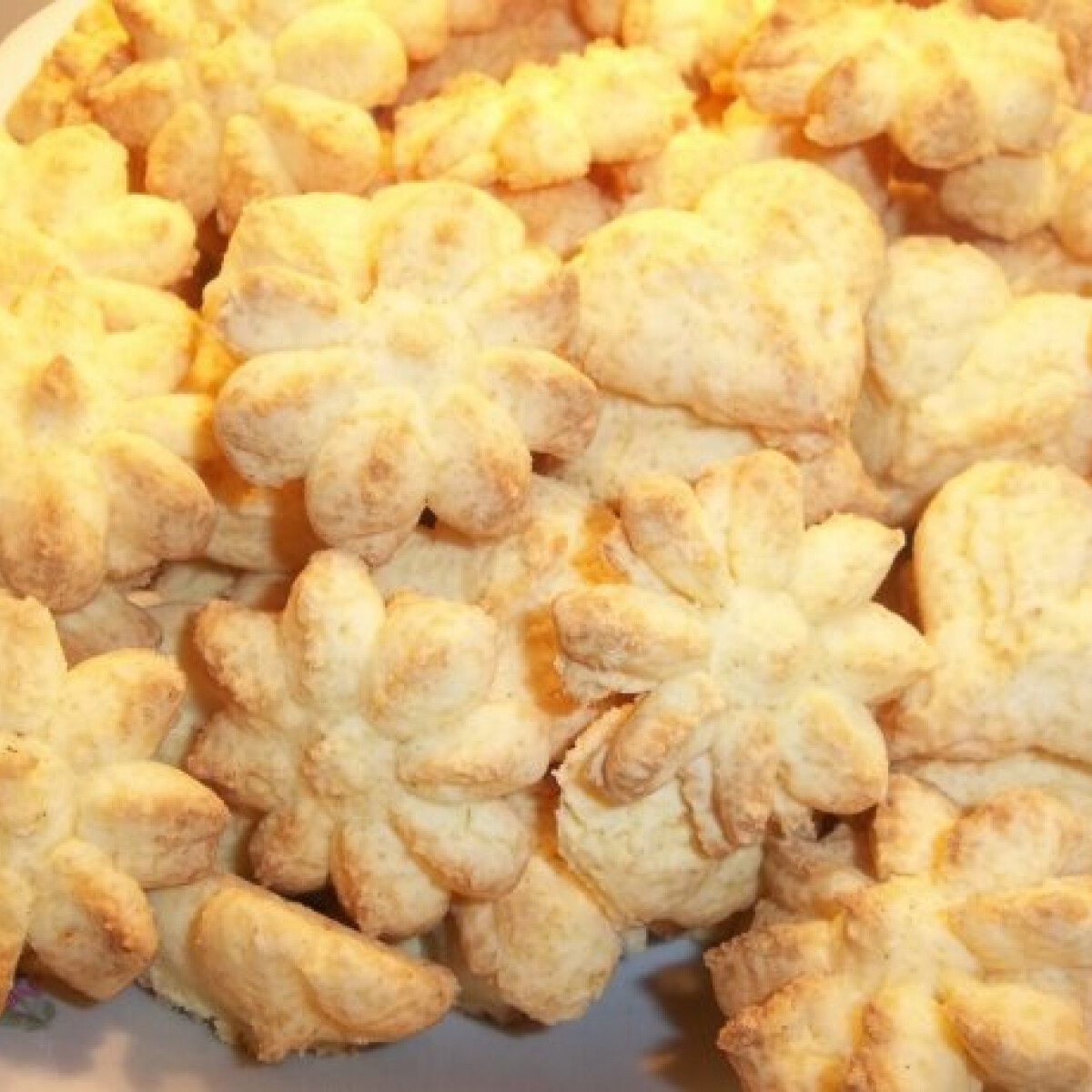 Ezen a képen: Egyszerü vajas keksz kekszpisztollyal