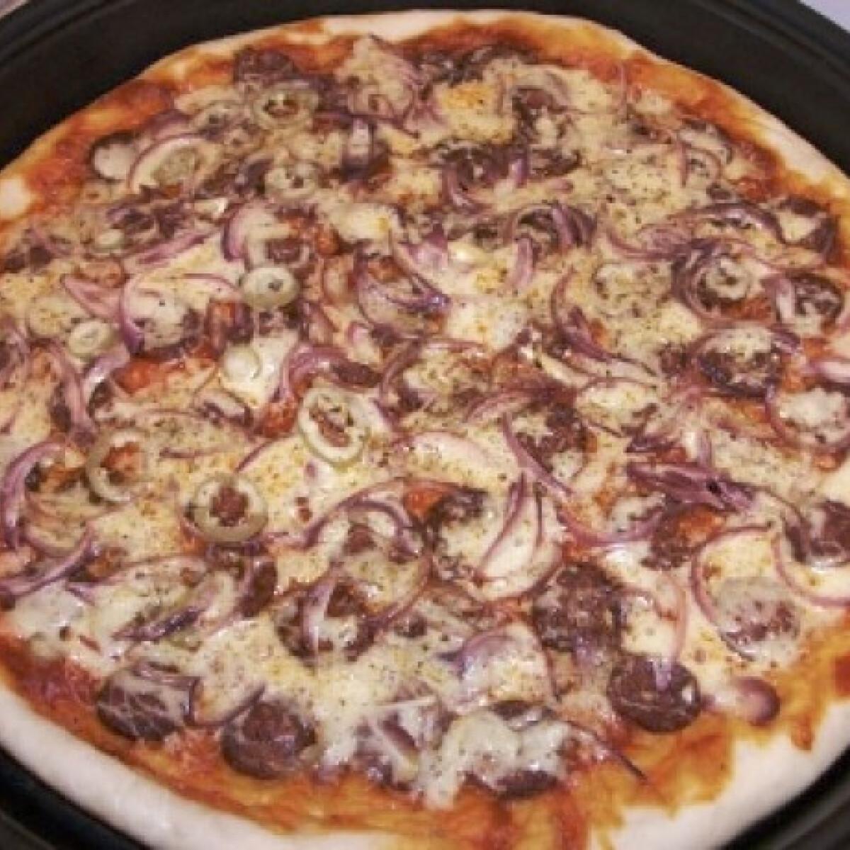 Ezen a képen: Kolbászos pizza