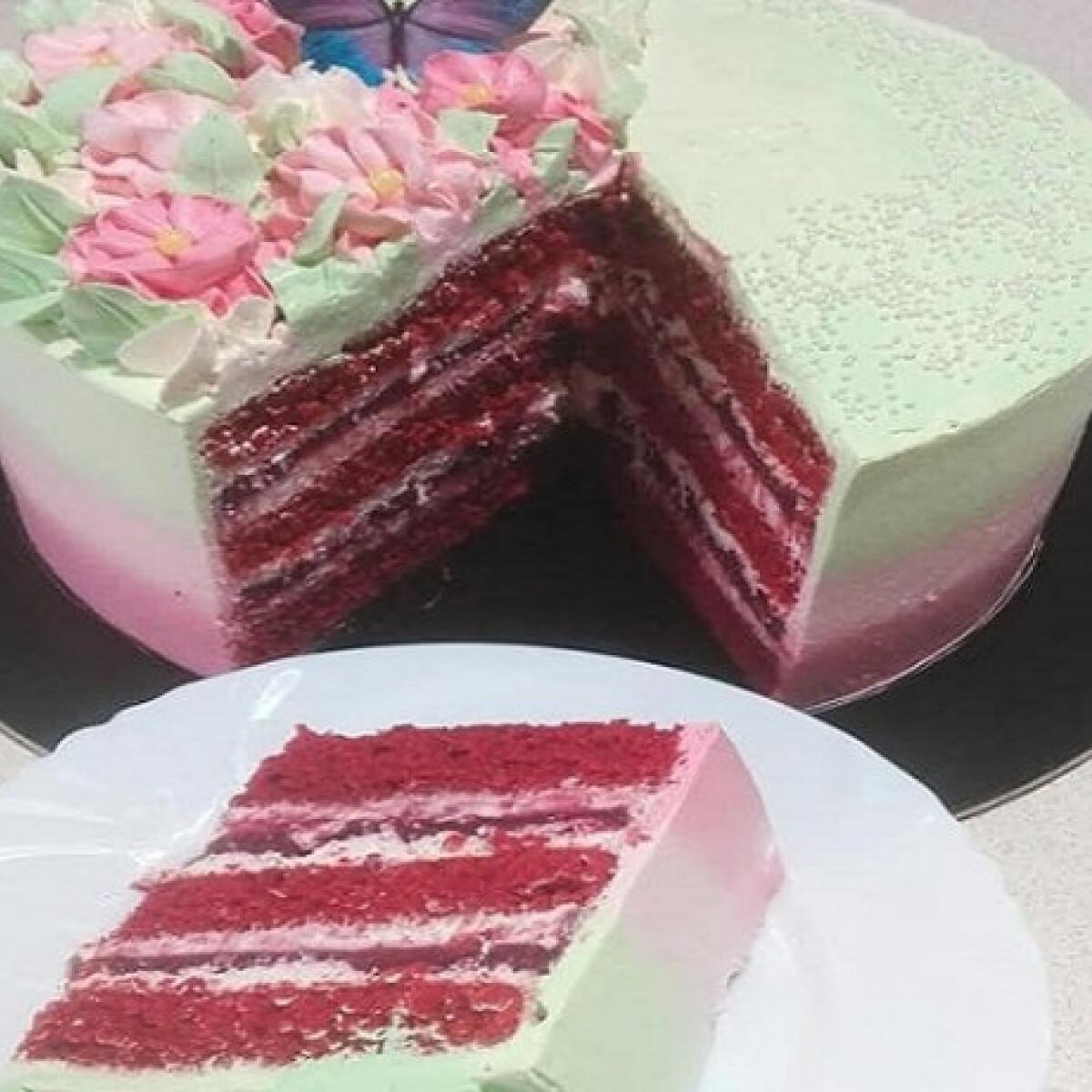 Ezen a képen: Vörös bársony torta tejszínes mascarponekrémmel