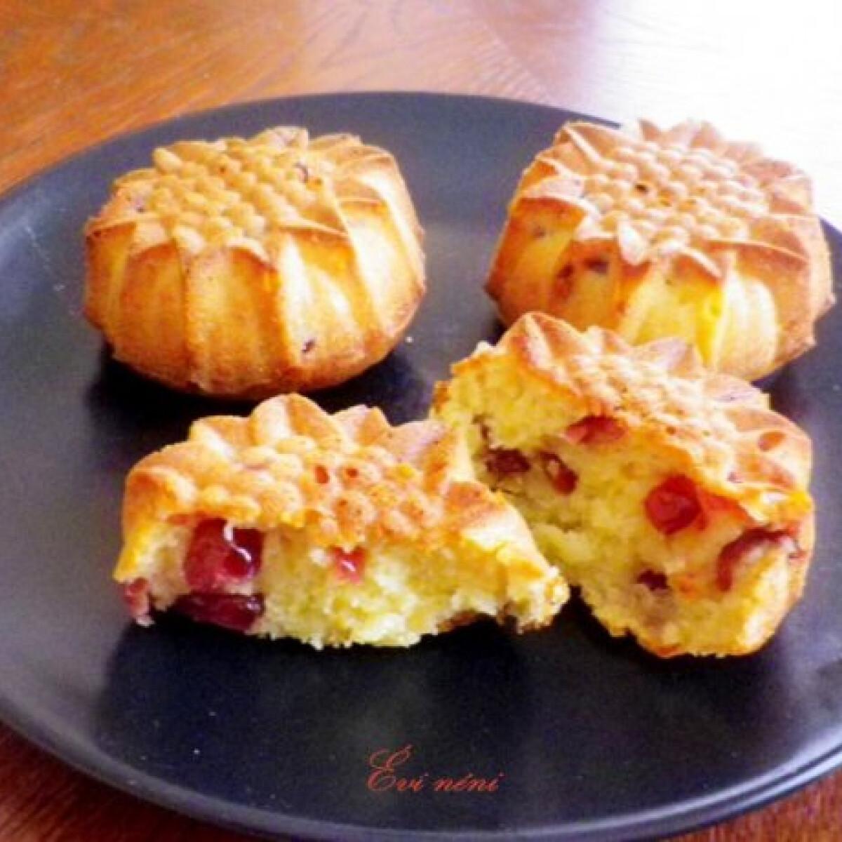 Ezen a képen: Áfonyás-narancsos muffin